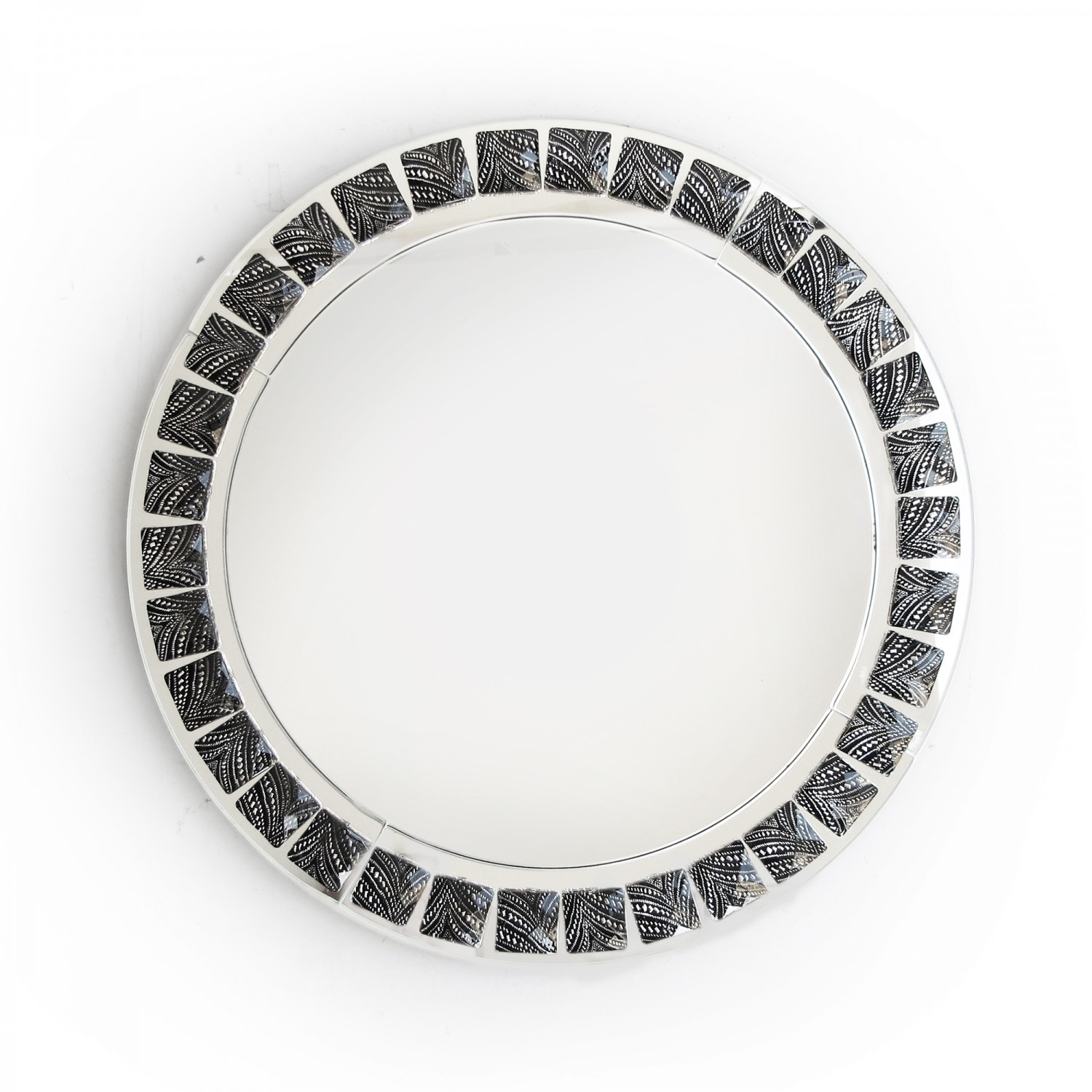 The Jay Companies 1332639 Round Black and White Beaded Glass Charger Plate 13""