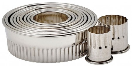 Winco CST-1 11-Piece Round Fluted Stainless Steel Cookie Cutter Set