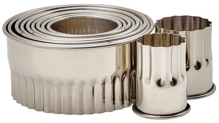 Winco CST-12 11-Piece Round Fluted Heavy Stainless Steel Cookie Cutter Set